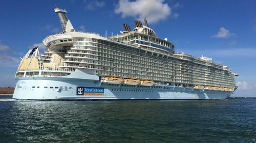 Dine and watch cruise ships in Port Canaveral